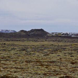 Staðið á borstæði A. Hluti gígaraðarinnar í baksýn. Þetta stæði er fjærst frá gígunum af þeim fimm sem þarna verða gerð.